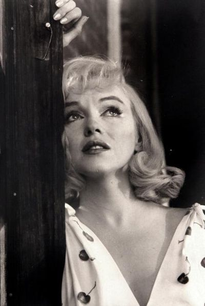 MARILYN-MONROE-DURING-THE-FILMING-OF-THE-MISFITS-NEVADA-1960-I-2-C30370