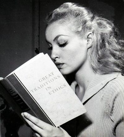 Julie-newmar-1959