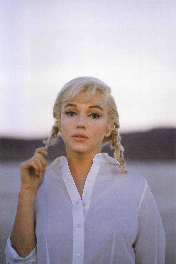 Marilyn-monroe-on-the-set-of-the-misfits-in-nevada-by-eve-arnold-1961-1356159051_b