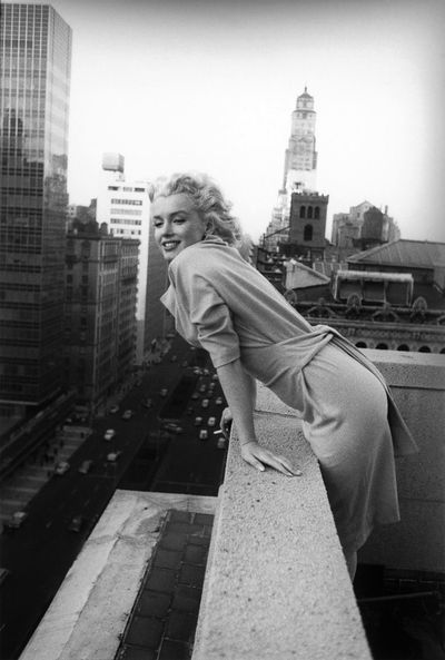 Marilyn-Monroe-in-New-York-by-Ed-Feingersh-1955