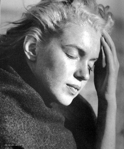 Marilyn-marilyn-monroe-56988_692_832