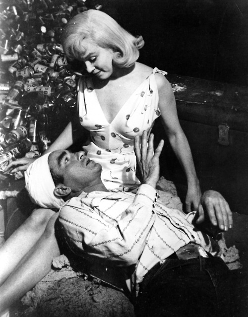 Marilyn-and-Montgomery-marilyn-monroe-and-montgomery-clift-35571775-500-639