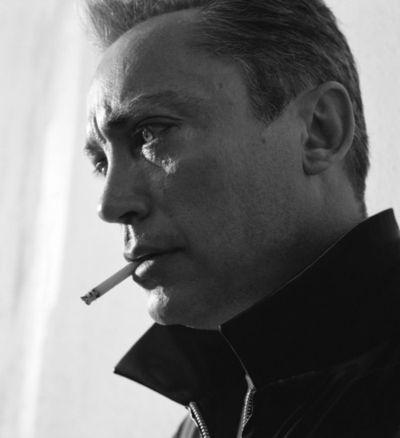 Udo Kier smoke