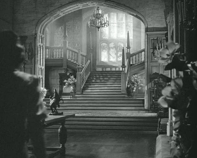 Grand-Staircase-at-Manderley-in-Rebecca