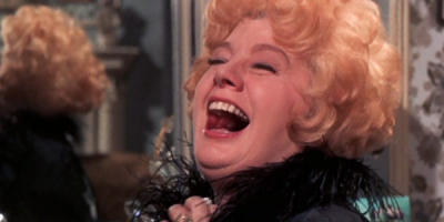 Whoever-slew-auntie-roo-shelley-winters-laughing-review-600x300