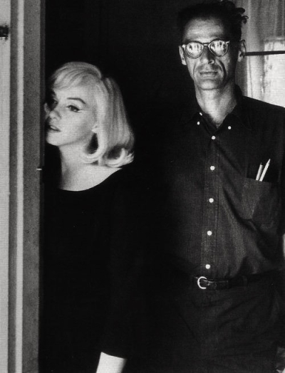 Unknown-marilyn-monroe-and-arthur-miller-on-the-set-of-the-misfits-1960
